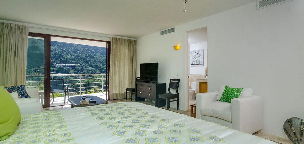 Casa mismaloya master bed6 02